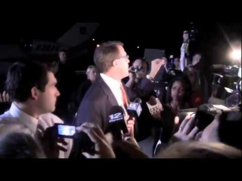 Gus Malzahn arrives at Auburn airport 12-4-12