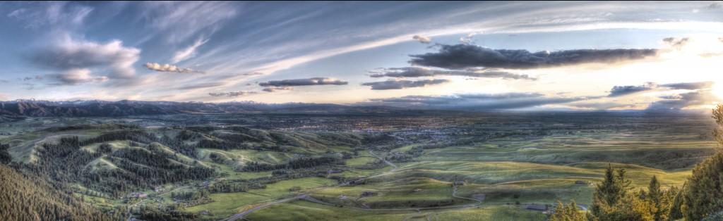Bozeman sett fra nærliggende fjell. Bildet er tatt av Dan W. Goodman