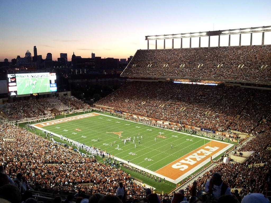 Darrell_K_Royal-Texas_Memorial_Stadium_at_Night