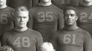 Gerald Ford (48) og Willis Ward (61) for Michigan Wolverines